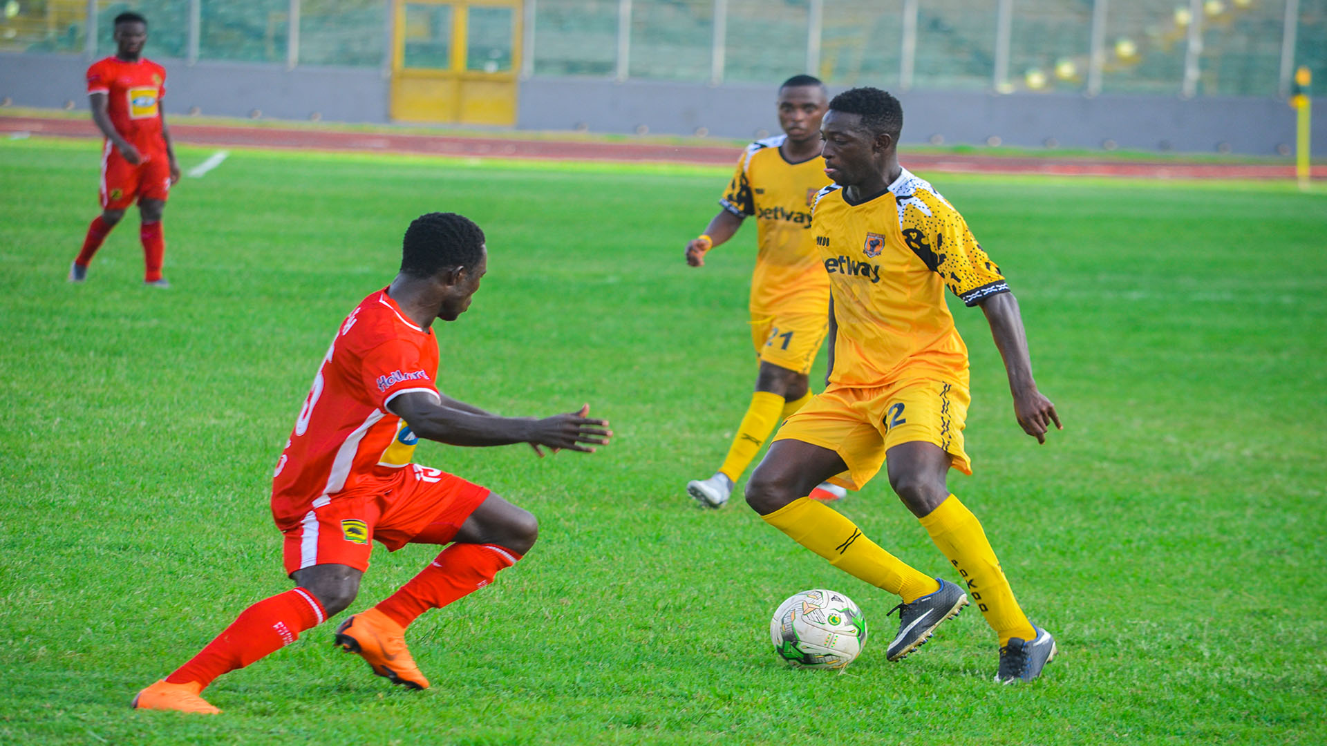 Maxwell Konadu offers Augustine Sefa a lifeline at Kotoko, contract extension on the card