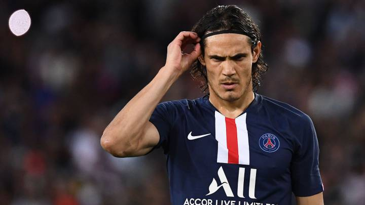 Chelsea submit loan bid to sign Edinson Cavani from Paris Saint-Germain but have Atletico Madrid to battle for the Uruguayan