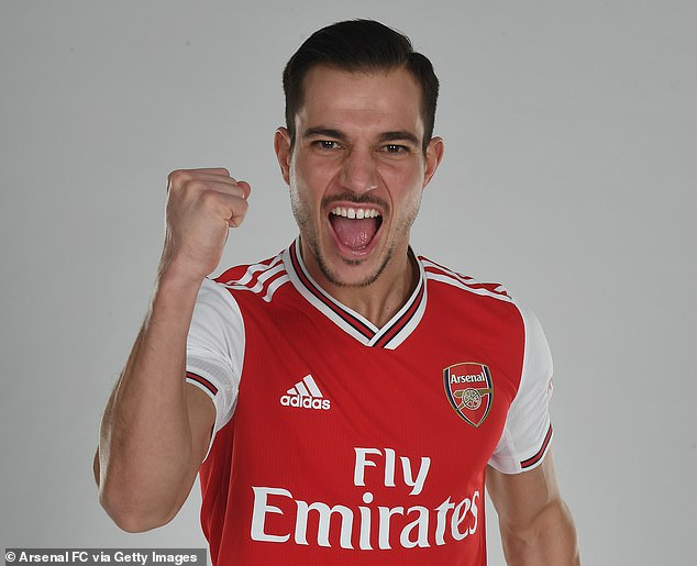 Arsenal sign Southampton defender Cédric Soares for the remainder of the season